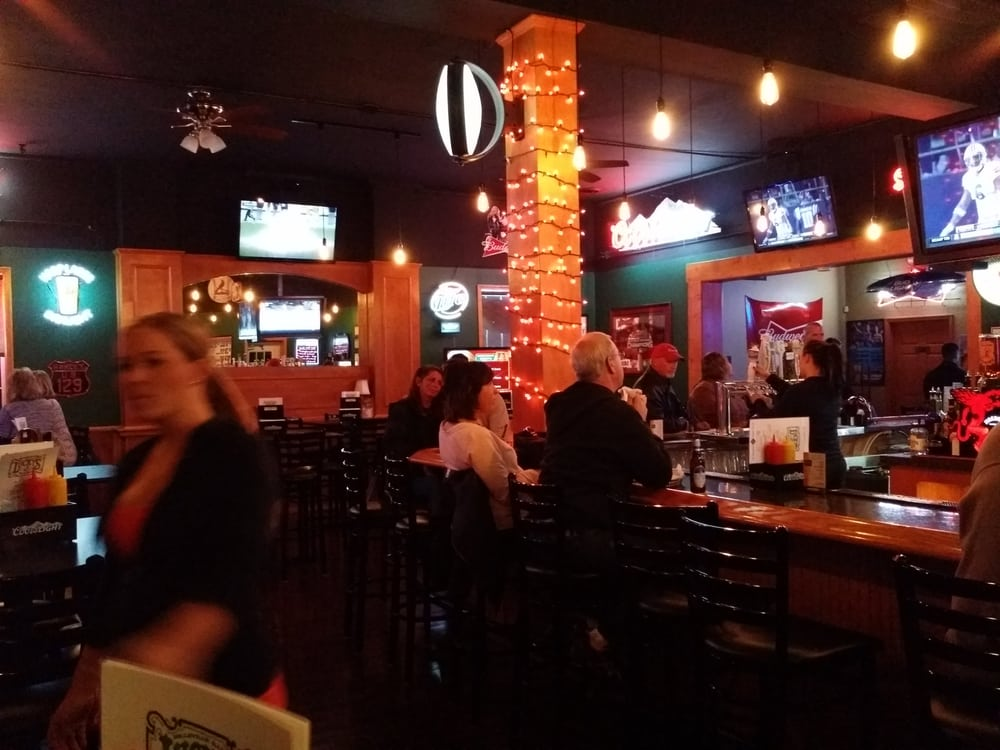 Lucky's bar and grill
