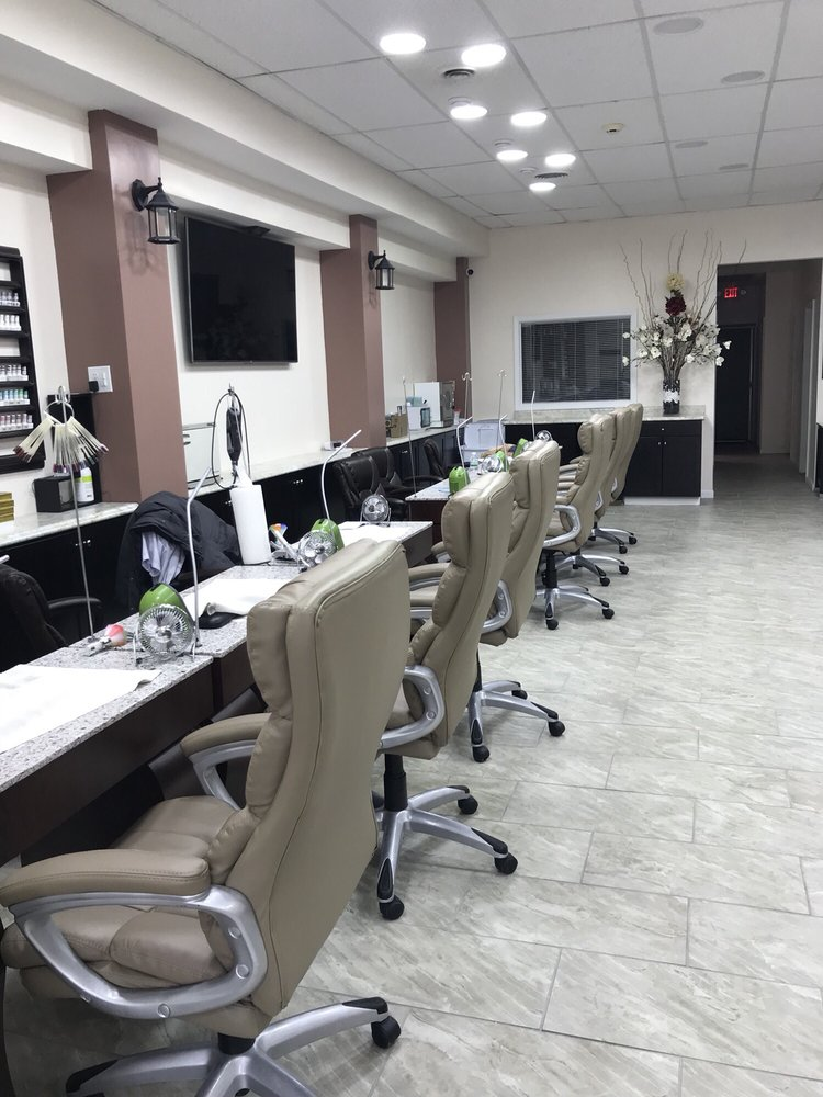 Vivian Nails & Spa: 2111 Haslett Rd, Haslett, MI