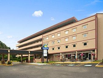 Days Inn by Wyndham Oil City Conference Center: 1 Seneca St, Oil City, PA