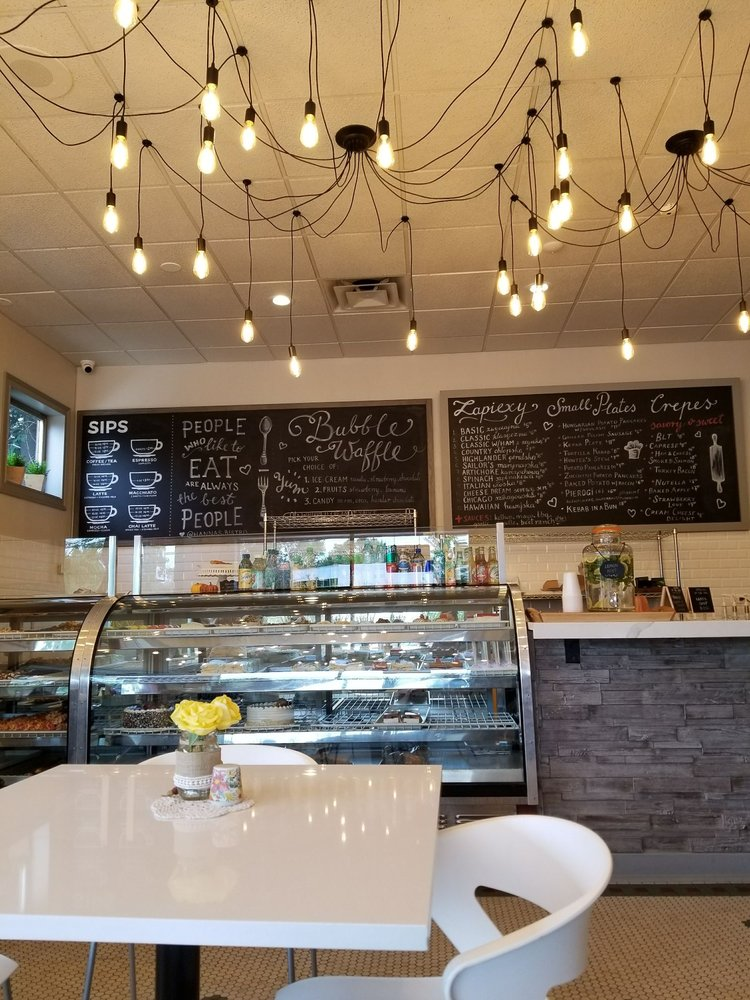 Hanna's Bakery & Cafe: 231 E Army Trail Rd, Bloomingdale, IL