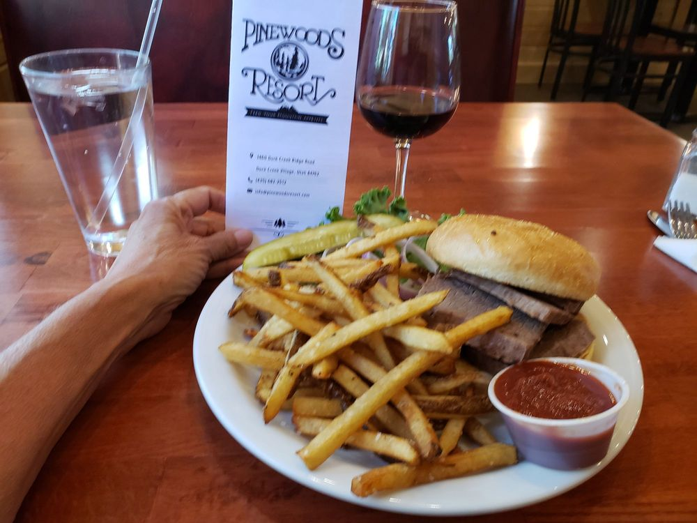 Pinewoods Resort Restaurant: 1460 E Duck Creek Ridge Rd, Duck Creek Village, UT