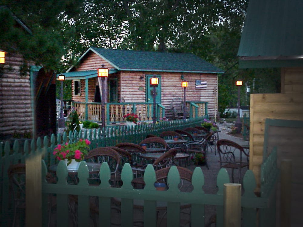 Moon River Cabins: 905 S Riverview St, Bellevue, IA