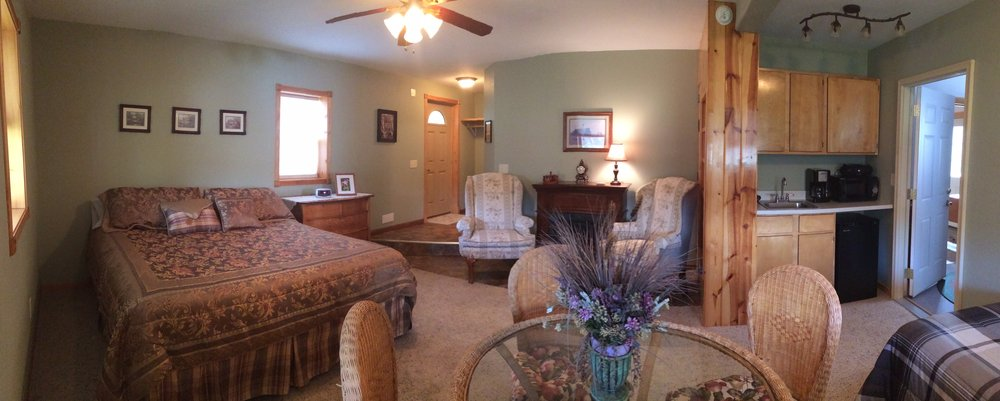 Lytle Creek Inn Bed And Breakfast: 289 Lytle Creek Rd, Devils Tower, WY