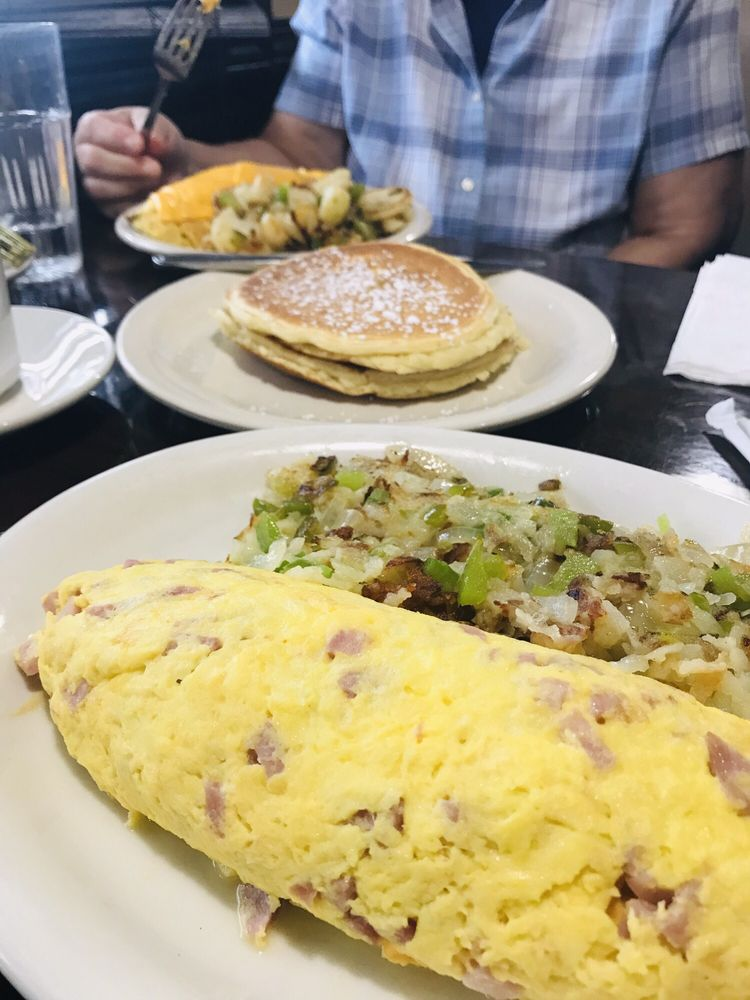 My Waffles Family Restaurant: 1602 N Prairie Ave, Crest Hill, IL