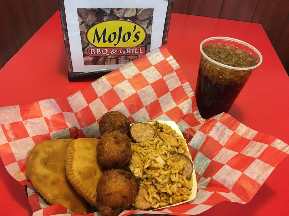 Food from Mojos BBQ & Grill