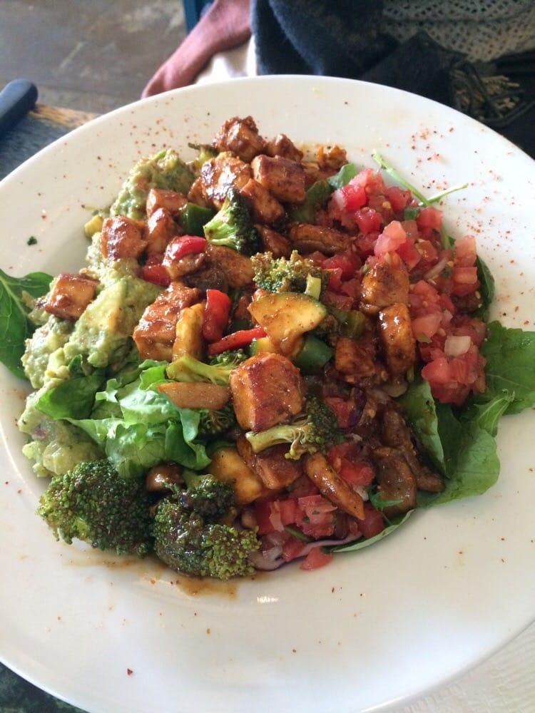 Wahoo salad with chicken yelp for Wahoo fish taco