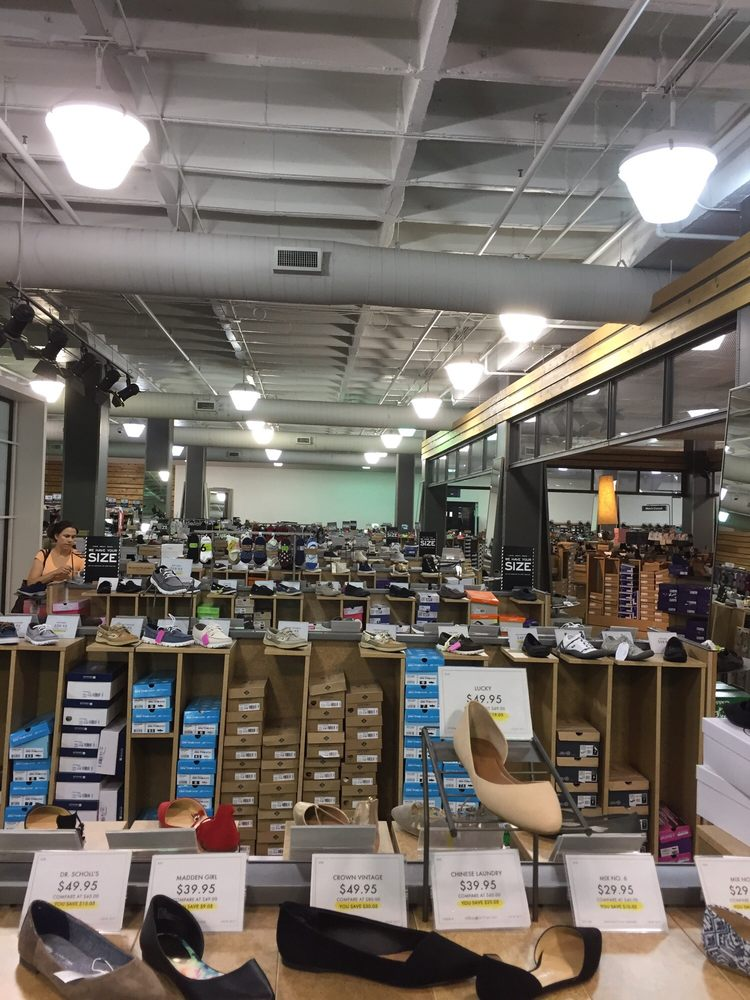 Dsw Designer Shoe Warehouse 16 Photos Amp 30 Reviews