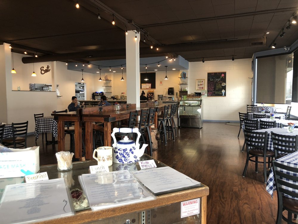 The Bluebell Cafe: 101 E St SE, Quincy, WA