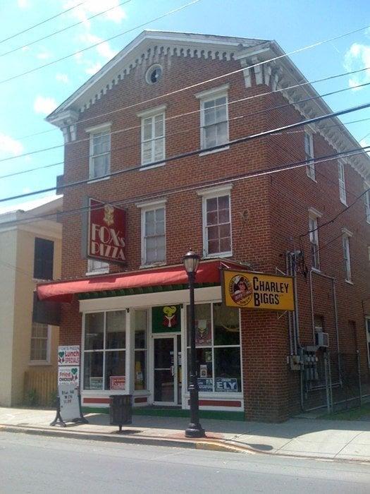 Fox's Pizza Den: 120 South Main St, Moorefield, WV