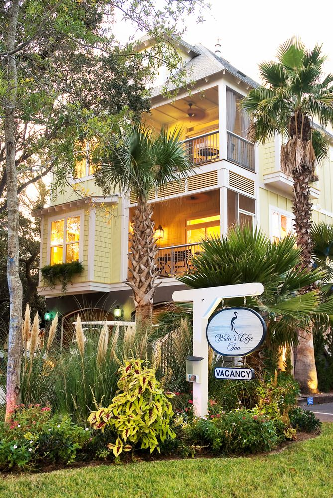 Water's Edge Inn: 79 2nd St W, Folly Beach, SC