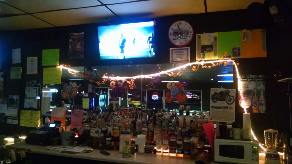 Pnuts Sports Bar: 2256 N Grand Ave E, Grandview, IL