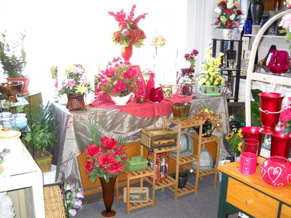 Woods Florist: 785 Mayfield Hwy, Benton, KY