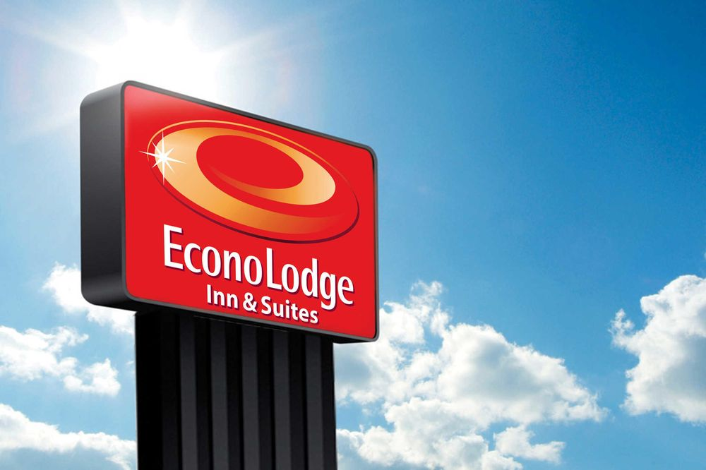 Econo Lodge Inn & Suites: 2061 Gulf To Bay Blvd, Clearwater, FL