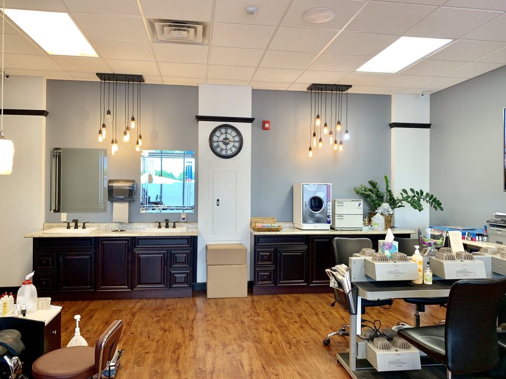 Q Nails & Spa: 130 N Central Ave, Marshfield, WI
