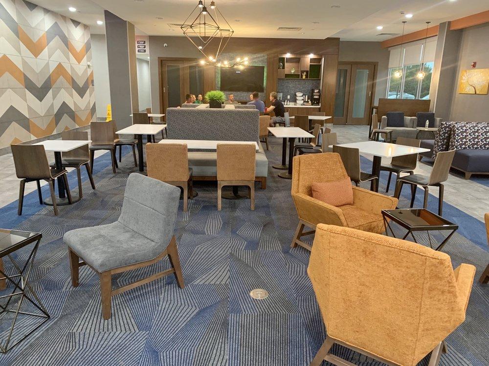 La Quinta Inn & Suites by Wyndham: 13825 Terra View Trl, Louisville, KY