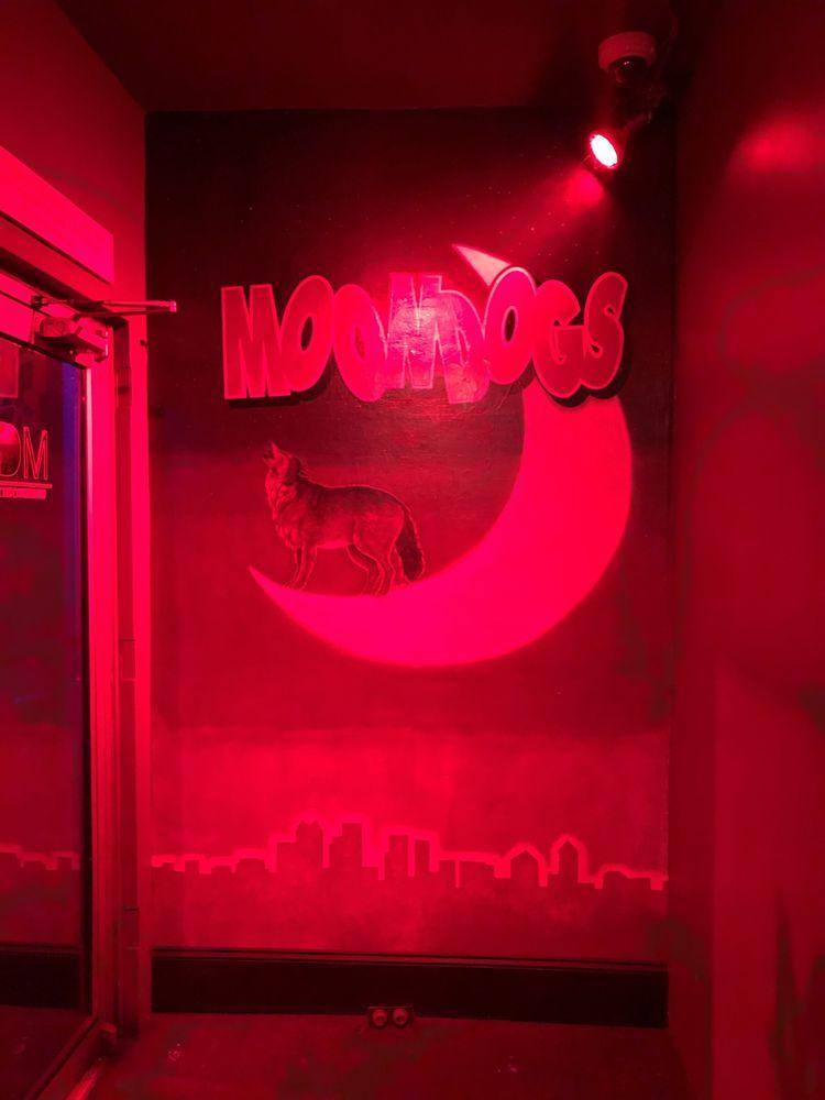 Moondogs: 3179 Peachtree Rd NE, Atlanta, GA