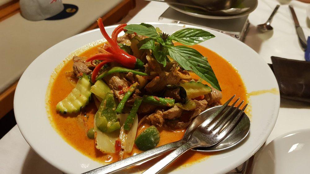 Sarocha exotic thai cuisine thaimaalainen herzogstr for 22 thai cuisine yelp