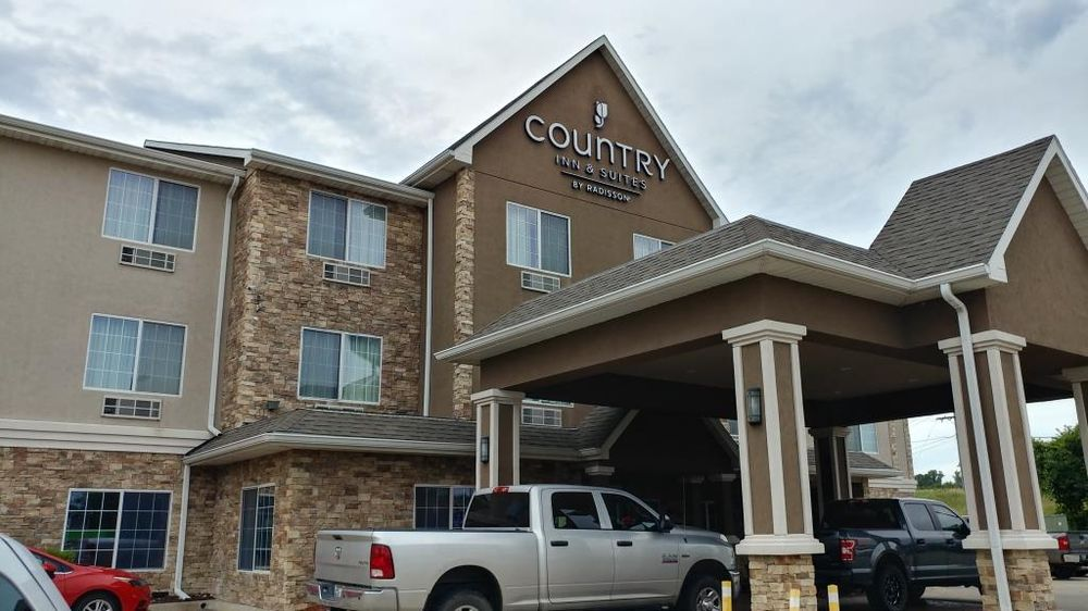 Country Inn & Suites: 6020 SW 10th Ave, Topeka, KS