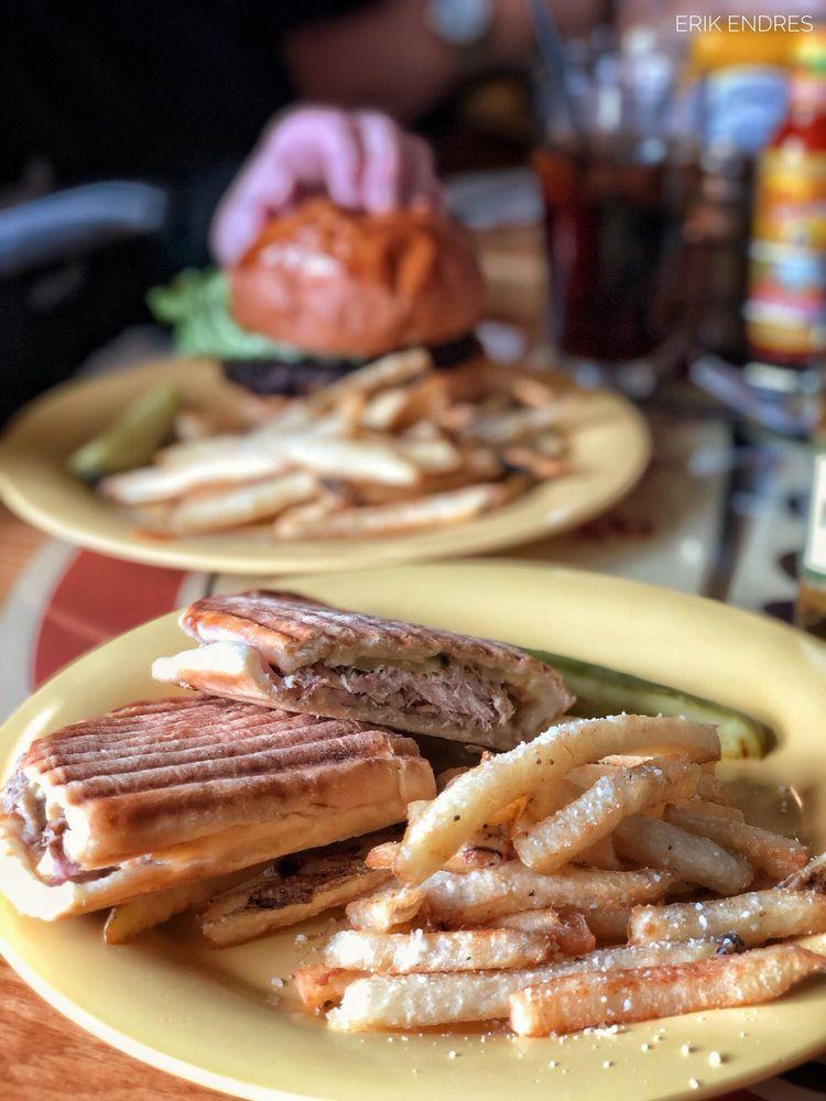 Oscar's Pub & Grill