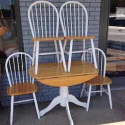 Photo Of Thriftique Thrift Store   Gulfport, MS, United States. Table And  Chairs