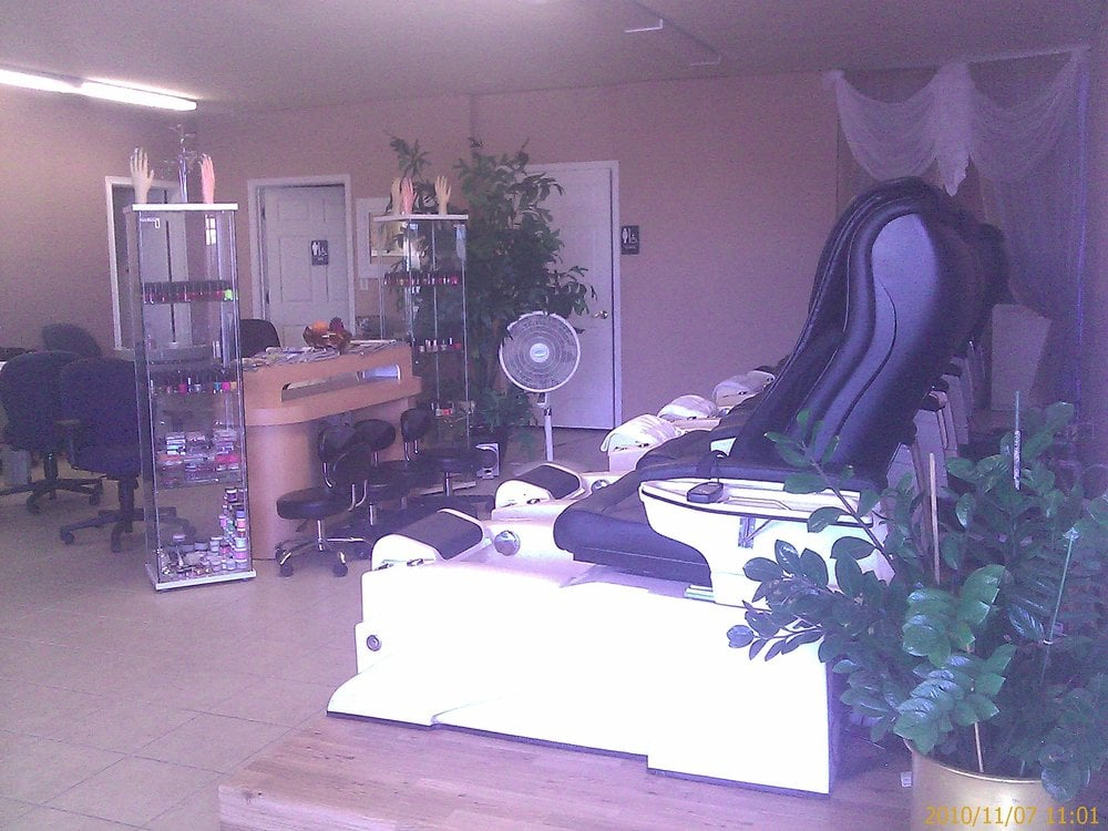 Lynda s nail reflexology coffee nail salons 7412 n for A salon on 51st ave