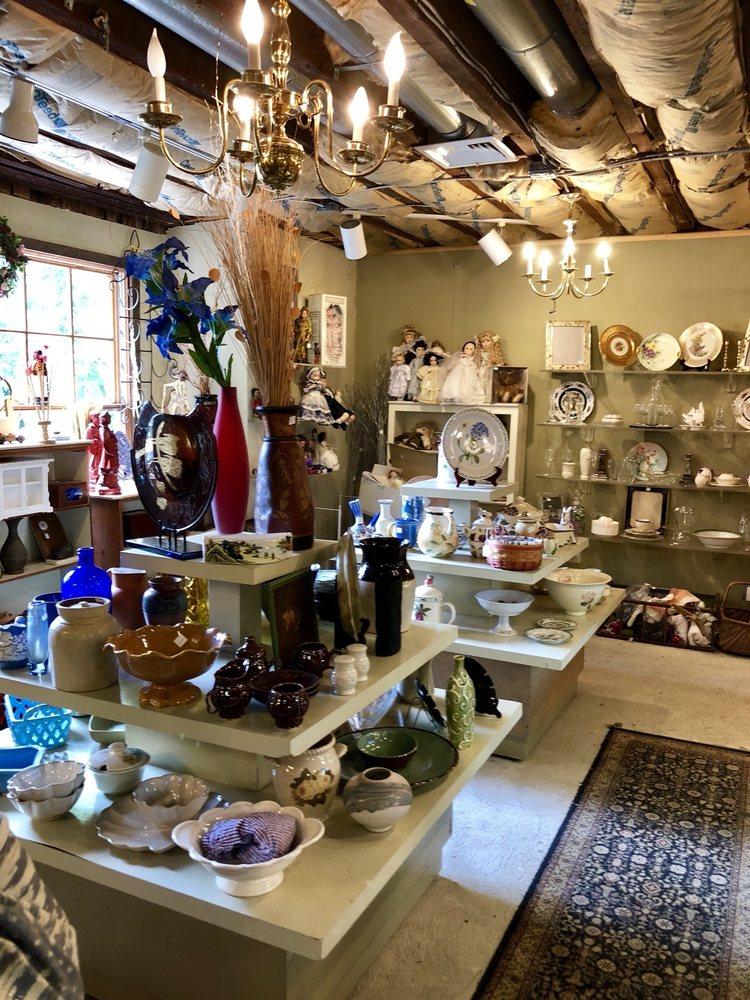 Bryn Athyn Thrift Shop: 510 Tomlinson Rd, Bryn Athyn, PA