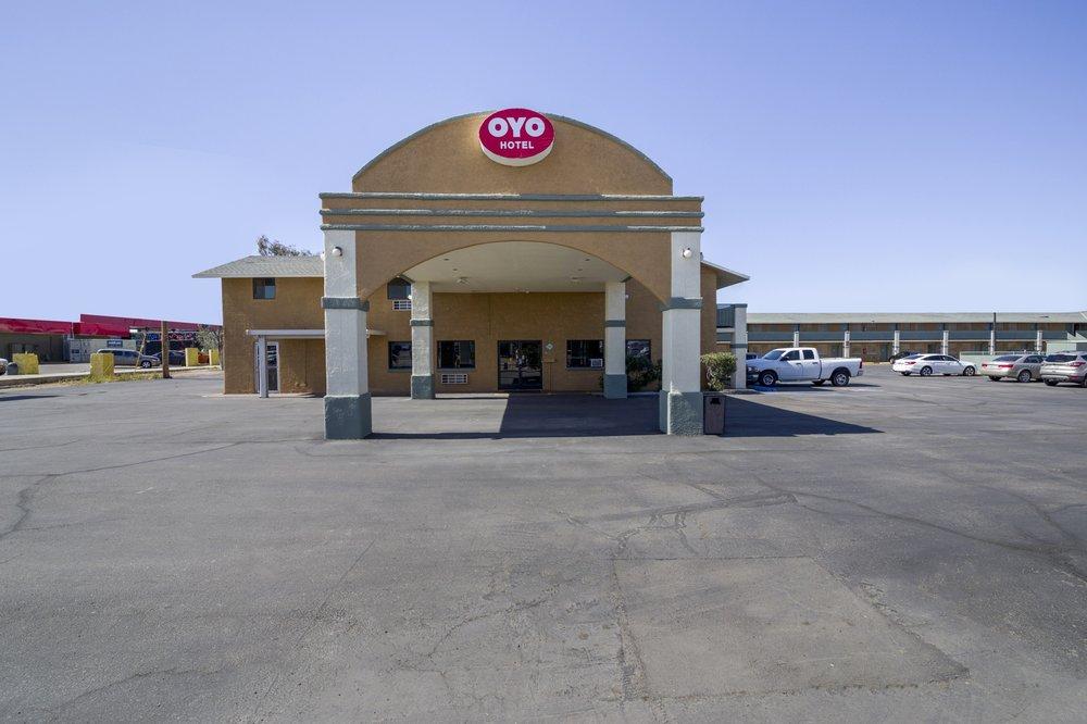 OYO Hotel Eloy AZ Northwest: 5300 South Sunland Gin Rd, Eloy, AZ