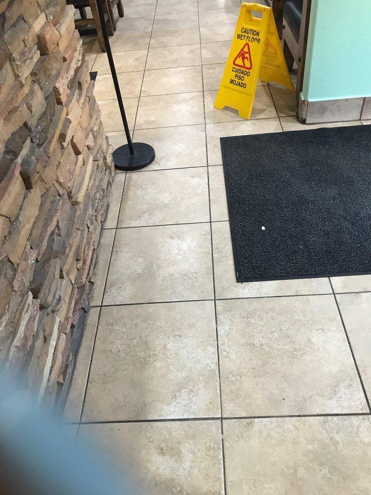 Agave Jalisco Restaurant: 118 N Highway 123, Karnes City, TX