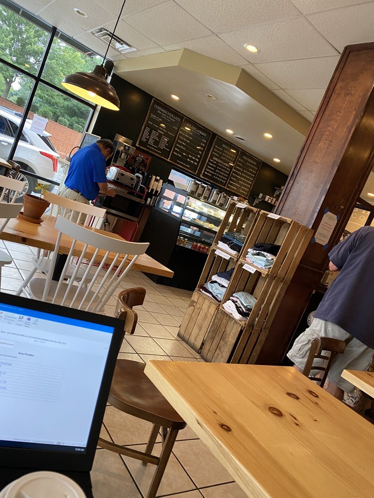 Starlight Coffee Co.: 101 Lafollette Station, Floyds Knobs, IN