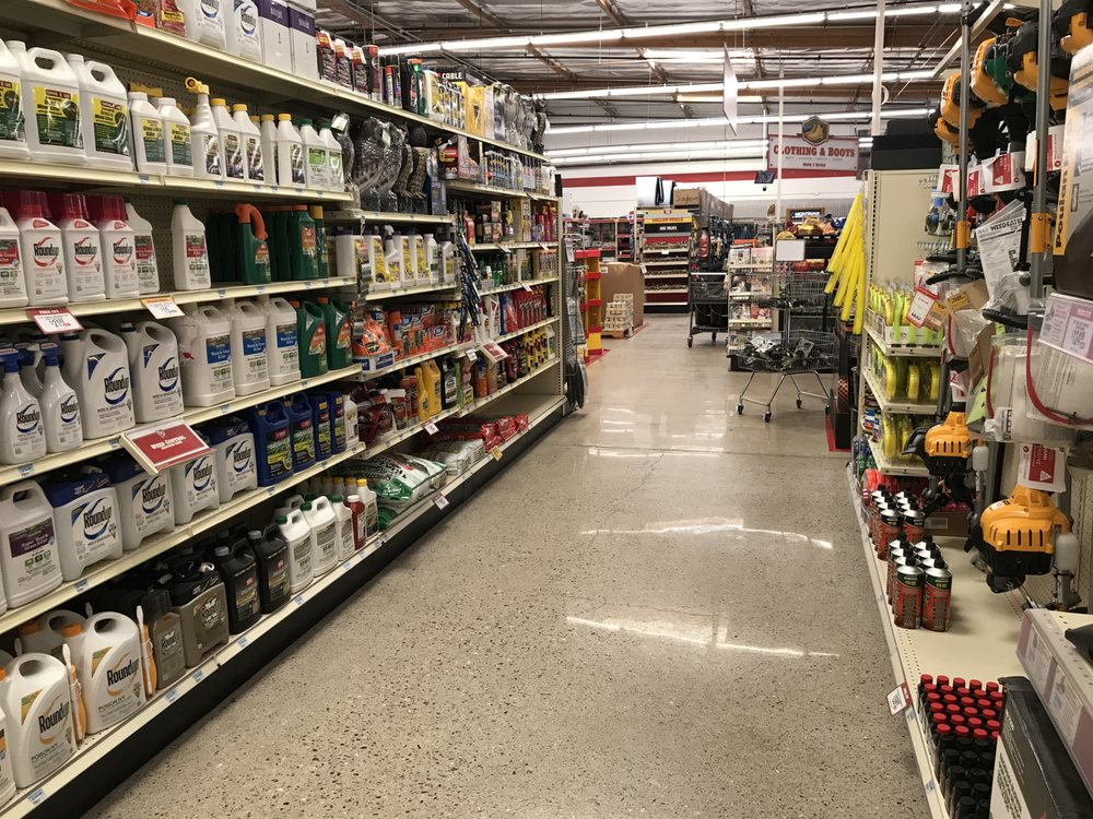 Tractor Supply Co: 2420 W Main St, Barstow, CA