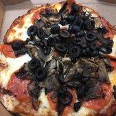 Round Table Pizza Tarzana.Round Table Pizza Order Food Online 66 Photos 103 Reviews