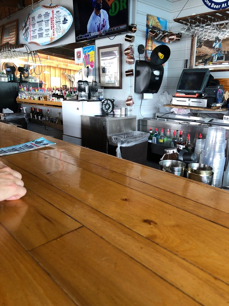 Chain O Lakes Bar & Grill: N 2598 County Rd Qq, Waupaca, WI