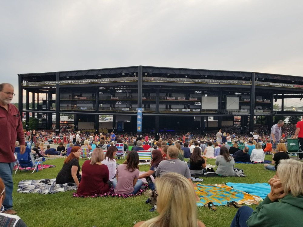 Hollywood Casino Amphitheatre Tinley : sitting on the lawn for rod stewart cyndi lauper yelp ~ Hamham.info Haus und Dekorationen