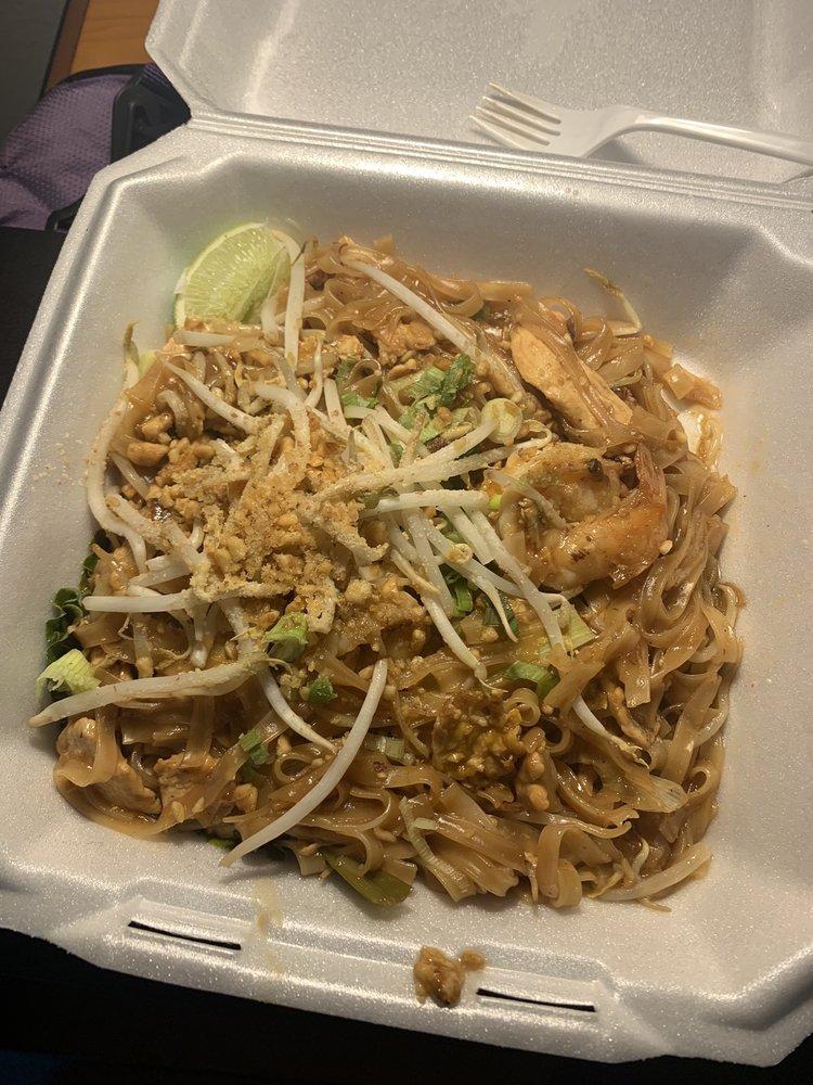 Basil Thai & Sushi