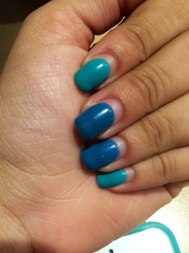4 week old gel manicure! Teresa is awesome and so sweet! No chipping ...