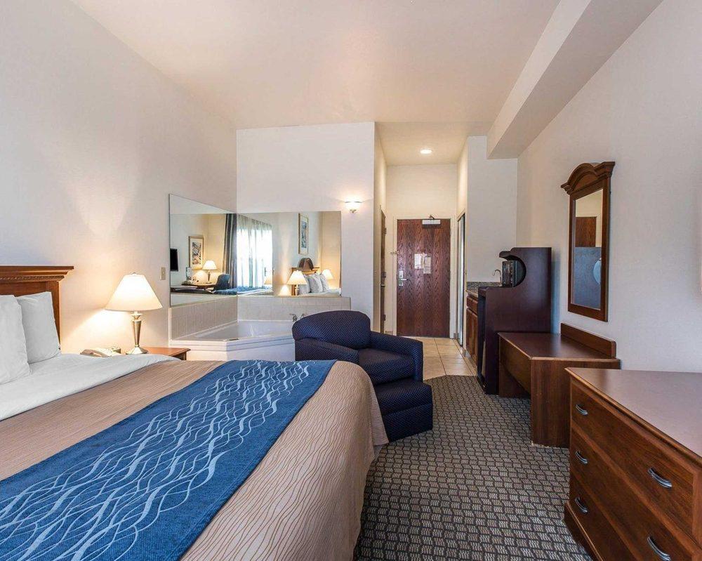 Comfort Inn Hanford Lemoore: 10 N Irwin St, Hanford, CA