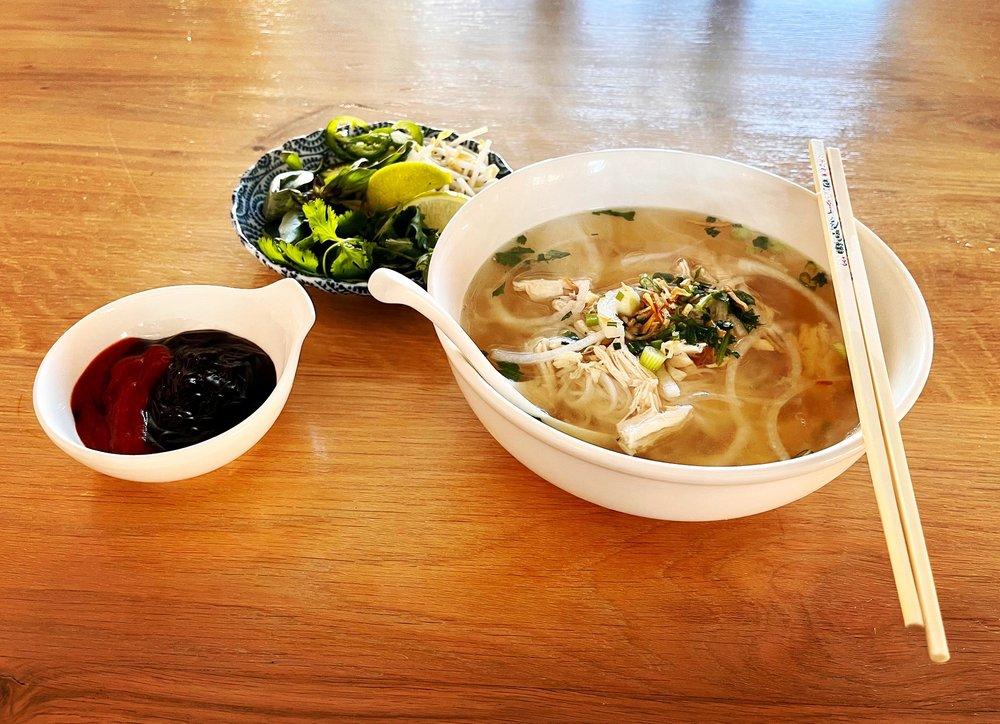 Chi Em Eats: 11 E 6th Ave, Emporia, KS