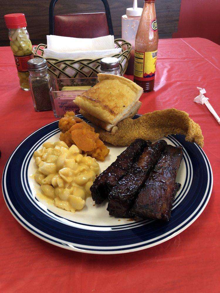 Rosie's Diner: 303 Valley Dr, Helena, AR