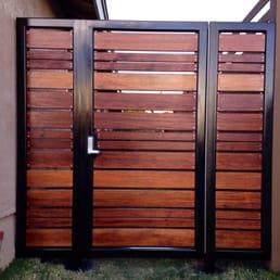 Modern Horizontal Style Entry Gate Ipe Mangaris Tropical