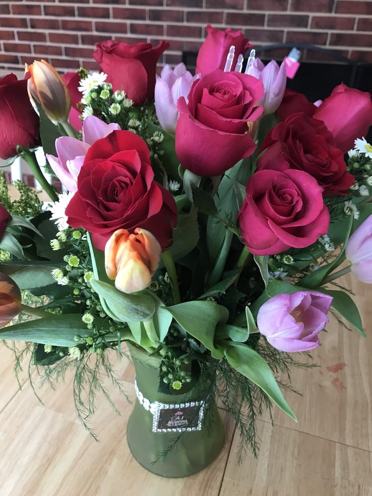Flowers & Such: 1001 W Broadway Ave, Maryville, TN