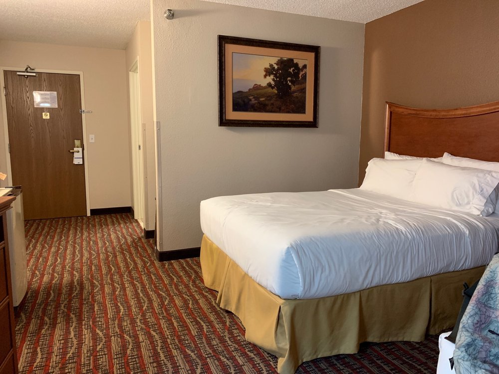 Holiday Inn Express & Suites Pierre-Fort Pierre: 110 E Stanley Rd, Fort Pierre, SD