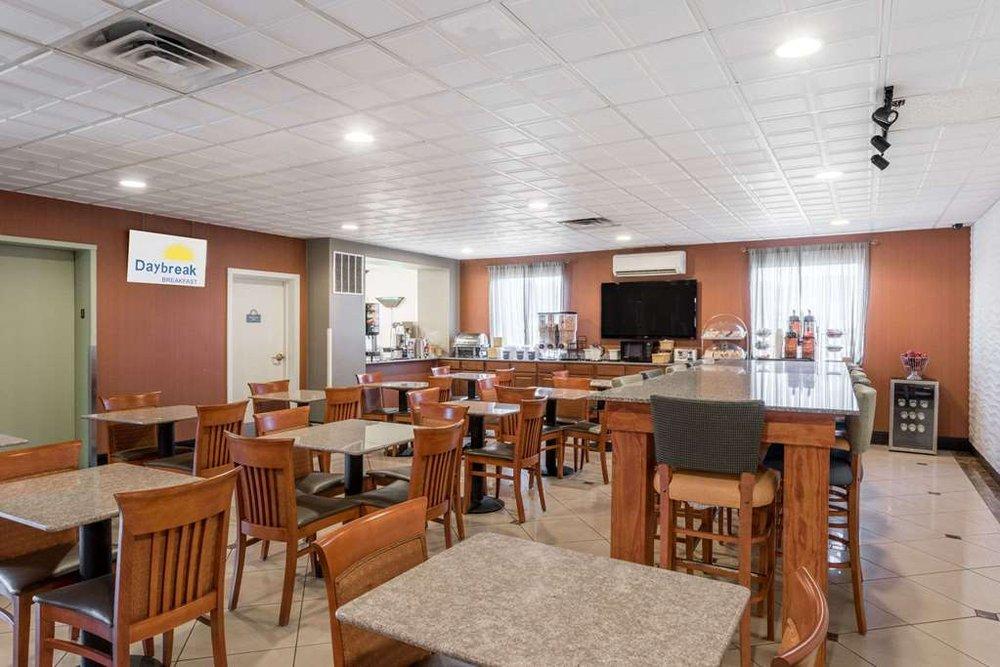 Days Inn by Wyndham Lebanon/Fort Indiantown Gap: 3 Everest Lane, Jonestown, PA