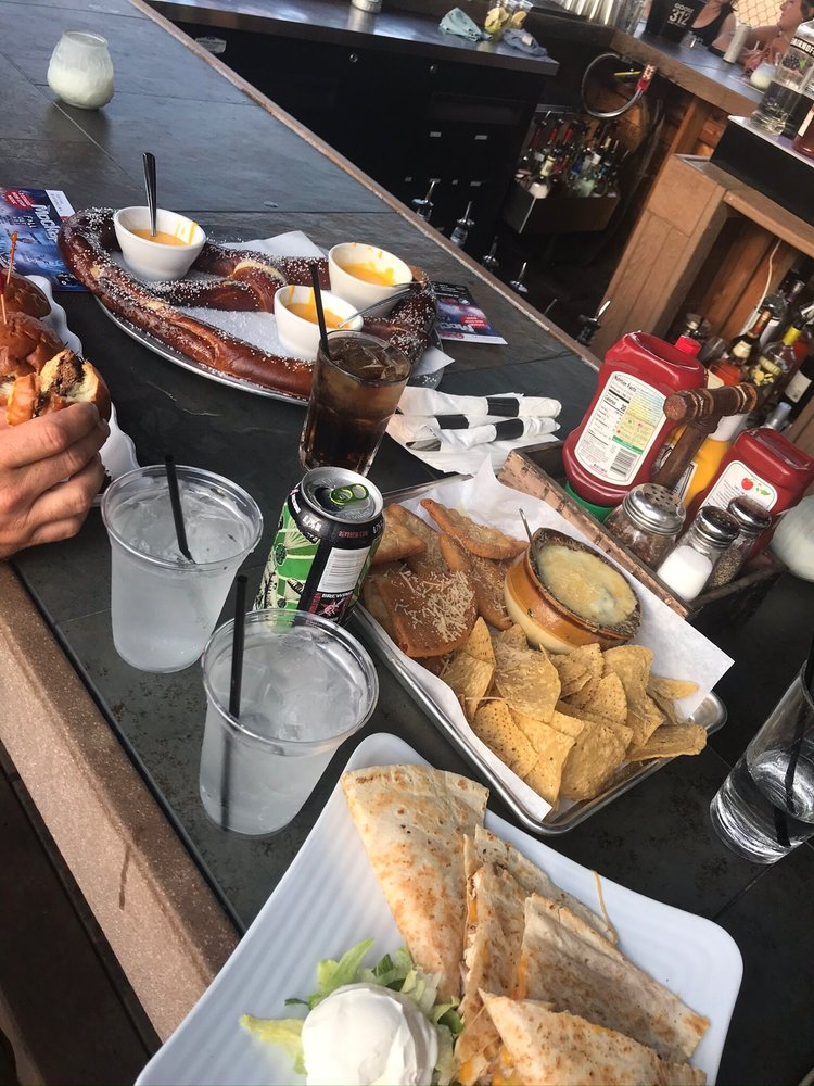 Sideouts Bar & Eatery: 4018 Roberts Rd, Island Lake, IL