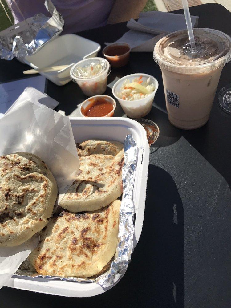 Food from La Casita Pupuseria