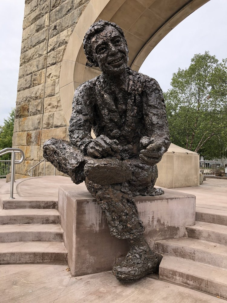 Fred Rogers Monument: Three Rivers Heritage Trl, Pittsburgh, PA