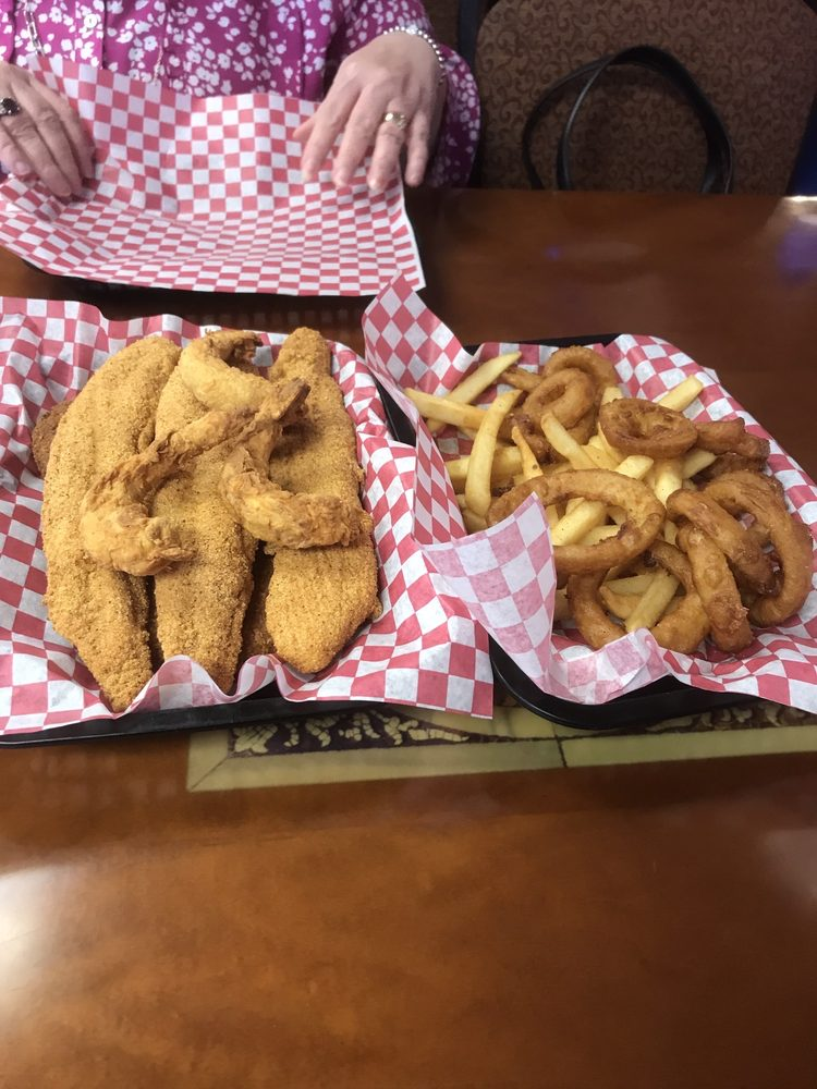 Sam's Southern Eatery: 715 N 9th St, Sapulpa, OK