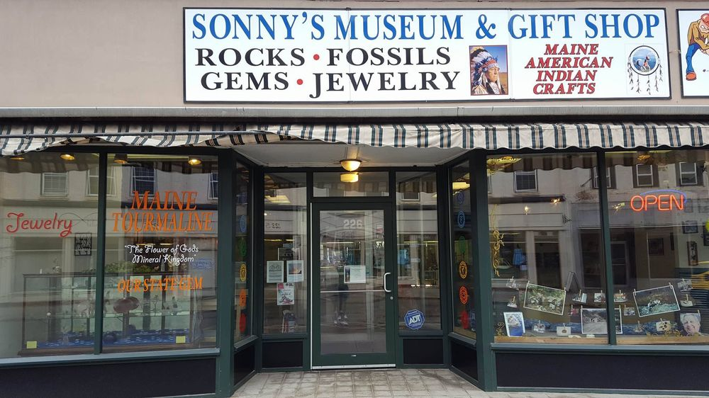 Sonny's Museum & Rock Shop: 226 Water St, Augusta, ME