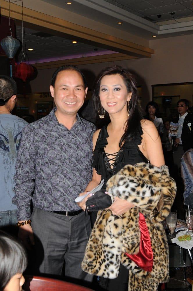 Mc Nguyen Cao Ky Duyen And Linh Nguyen Paloma Cafe S