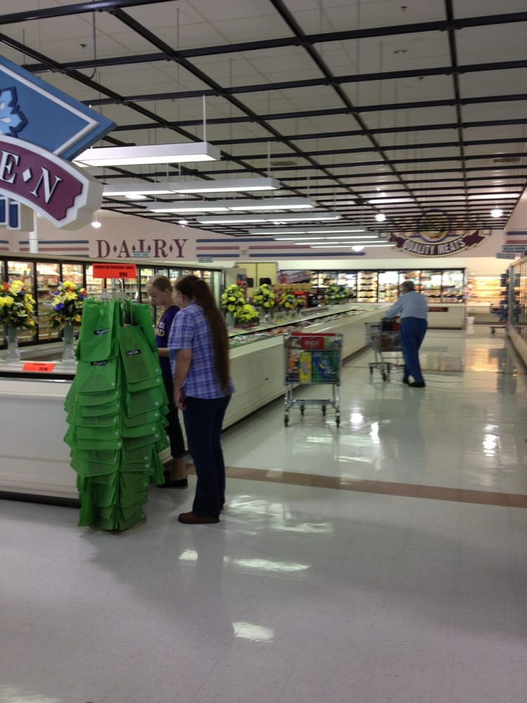 Bruces Foodland: 202 Greenhill Blvd NW, Fort Payne, AL