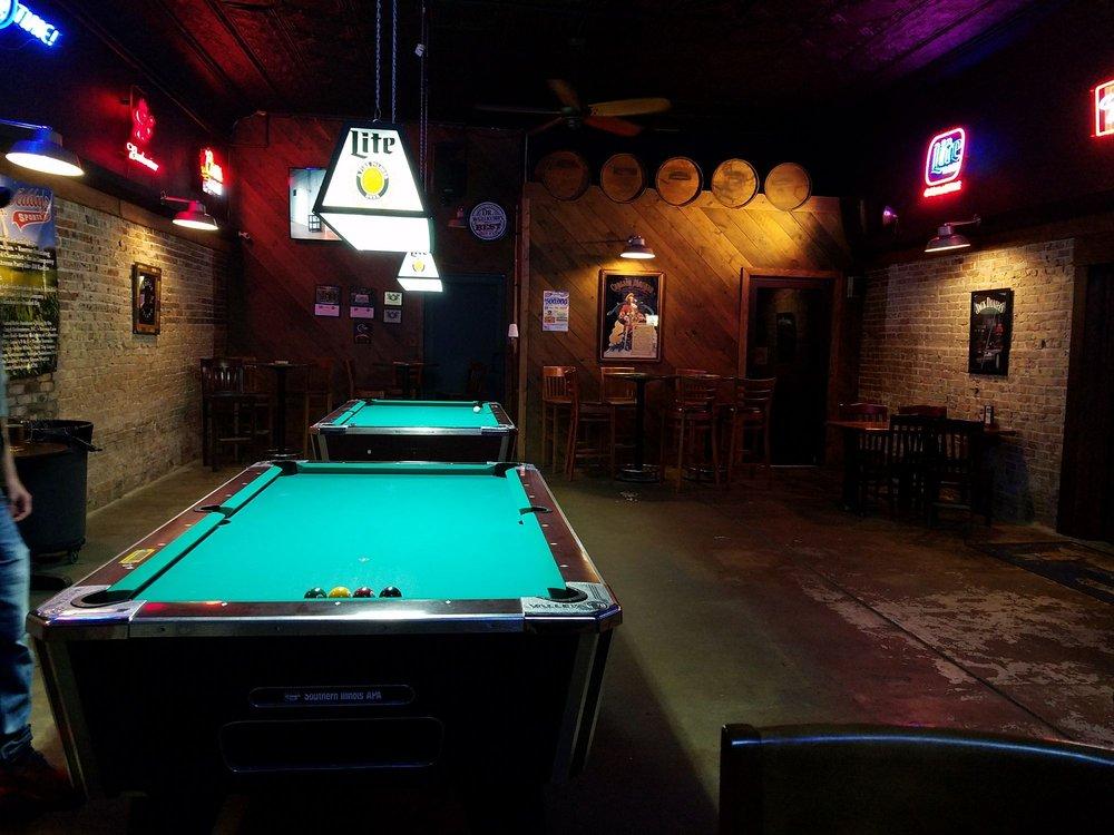 Teddy's Sportsbar & Grill: 118 E Walnut St, Herrin, IL